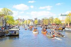 AMSTERDAM, NEDERLAND - 27 APRIL: Mensen die Koningendag vieren Stock Afbeelding