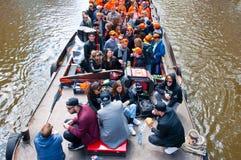 AMSTERDAM, 27 NEDERLAND-APRIL: Partijboot met onbeperkte bier, soda en wijn aan boord op de Dag van de Koning op 27,2015 April Stock Foto
