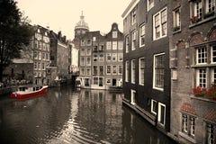 AMSTERDAM, NEDERLAND - 18 AUGUSTUS, 2015: Mening over Heilige Nich Stock Foto's