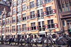 AMSTERDAM; NEDERLAND - 19 AUGUSTUS; 2015: Mening over Oudezijds Royalty-vrije Stock Afbeelding