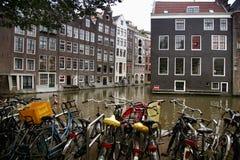 AMSTERDAM, NEDERLAND - 18 AUGUSTUS, 2015: Mening over Oudezijds Stock Fotografie
