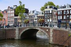AMSTERDAM, NEDERLAND - 18 AUGUSTUS, 2015: Mening over Prinsengra Royalty-vrije Stock Afbeeldingen