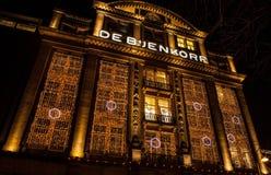 AMSTERDAM, NEDERLAND - JANUARI 22 2016: Stadsstraten van Amsterdam bij nacht Algemene meningen van stadslandschap op 22 Januari,  Stock Fotografie