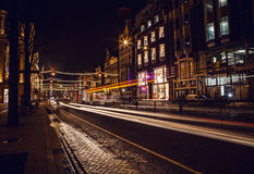 AMSTERDAM, NEDERLAND - JANUARI 22 2016: Stadsstraten van Amsterdam bij nacht Algemene meningen van stadslandschap op 22 Januari,  Stock Foto