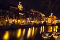 AMSTERDAM, NEDERLAND - JANUARI 22 2016: Stadsstraten van Amsterdam bij nacht Algemene meningen van stadslandschap op 22 Januari,  Royalty-vrije Stock Foto's