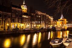AMSTERDAM, NEDERLAND - JANUARI 22 2016: Stadsstraten van Amsterdam bij nacht Algemene meningen van stadslandschap op 22 Januari,  Stock Afbeelding