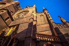 AMSTERDAM, NEDERLAND - JUNI 15, 2016: Algemene landschapsmeningen in traditionele Nederlandse kerk op 15 Juni in Amsterdam, Holla Royalty-vrije Stock Afbeelding