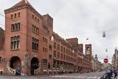 AMSTERDAM, NEDERLAND - JUNI 25, 2017: Mening aan het Beurs van Berlage gebouw Stock Foto