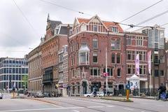 AMSTERDAM, NEDERLAND - JUNI 25, 2017: Mening van de historische gebouwen op de Raadhuisstraat-straat royalty-vrije stock foto's
