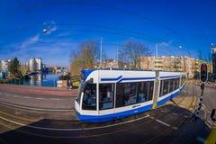 AMSTERDAM, NEDERLAND, 10 MAART, 2018: De openluchtmening van de Tram van Amsterdam is een tramnetwerk het door in werking is gest stock afbeelding