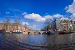 AMSTERDAM, NEDERLAND, 10 MAART, 2018: Openluchtmening van Kluismuseum in Amsterdam, op de Amstel-rivier, met 12.846 Stock Foto