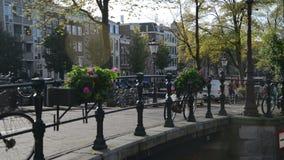 Amsterdam, Nederland 15 oktober, 2017 De Tijdtijdspanne Amsterdam, Nederland van het fietsenverkeer Amsterdam is groot stock videobeelden