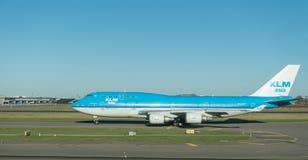 AMSTERDAM NETHERLAND - NOVEMBER 28, 2016: PH-BFY Boeing 747 KLM som är klar att ta av i den Amsterdam flygplatsen Schiphol Arkivbilder