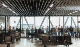 AMSTERDAM, NETHERLAND - 18 OCTOBRE 2017 : Intérieur international de Schiphol d'aéroport d'Amsterdam avec des passagers Région et Photographie stock libre de droits