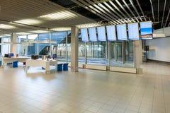 AMSTERDAM, NETHERLAND - 18 OCTOBRE 2017 : Intérieur international de Schiphol d'aéroport d'Amsterdam avec des passagers Région vi Photos stock