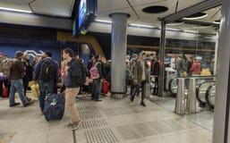 AMSTERDAM, NETHERLAND - 27 OCTOBRE 2017 : Station de trains de Schiphol d'aéroport international d'Amsterdam Photo stock