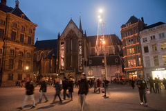 AMSTERDAM, NETHERLANDS - DECEMBER 5, 2015: Dam Square by night o royalty free stock photos