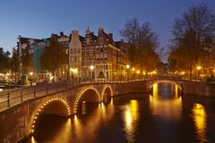 Amsterdam, Netherlands - Houses at a canal in the blue hour Royalty Free Stock Photos