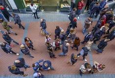 Amsterdam Nieuwendijk folk från över Royaltyfria Bilder