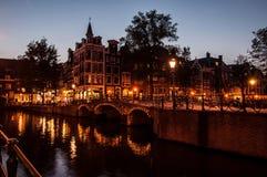 Amsterdam nocą obraz royalty free