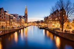 Amsterdam på natten, Nederländerna Arkivbilder