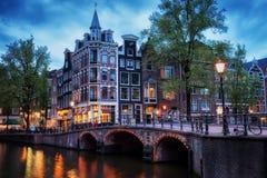 Amsterdam på skymning Arkivfoto