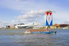 AMSTERDAM, PAÍSES BAJOS - 30 DE ABRIL: Decoración del puerto Fotos de archivo libres de regalías