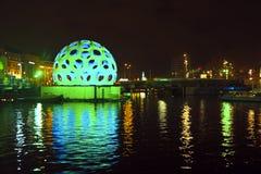 AMSTERDAM, PAÍSES BAJOS - 26 DE DICIEMBRE DE 2013: Pedazo de arte ligero en cerca Imagen de archivo libre de regalías