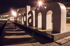 AMSTERDAM, PAÍSES BAJOS - 20 DE ENERO DE 2016: Vistas de la ciudad de Amsterdam en la noche Vistas generales del paisaje de la ci Fotografía de archivo