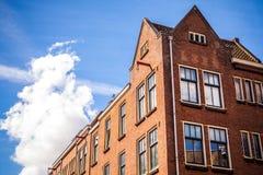 AMSTERDAM, PAESI BASSI - 15 AGOSTO 2016: Costruzioni famose del primo piano del centro urbano di Amsterdam Vista generale della c Fotografia Stock