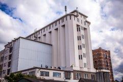 AMSTERDAM, PAESI BASSI - 14 AGOSTO 2016: Fabbricati industriali famosi del primo piano della città di Amsterdam Vista generale de Fotografia Stock Libera da Diritti