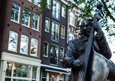 AMSTERDAM, PAESI BASSI - 22 AGOSTO: Scultura famosa della città da bronzo il 22 agosto 2015 a Amsterdam Fotografia Stock Libera da Diritti