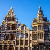 AMSTERDAM, PAESI BASSI - 15 GENNAIO 2016: Costruzioni famose del primo piano del centro urbano di Amsterdam a tempo stabilito del Immagine Stock