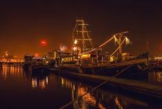 AMSTERDAM, PAESI BASSI - 1° GENNAIO 2016: Saluto festivo dei fuochi d'artificio sulla notte del nuovo anno Il 1° gennaio 2016 a A Fotografie Stock Libere da Diritti