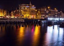 AMSTERDAM, PAESI BASSI - 22 GENNAIO 2016: Vie della città di Amsterdam alla notte Le viste generali della città abbelliscono il 2 Immagine Stock