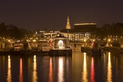 Amsterdam par nuit en Hollandes Images stock