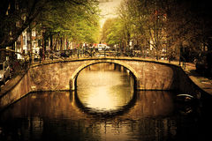 Amsterdam. Passerelle romantique Photos stock