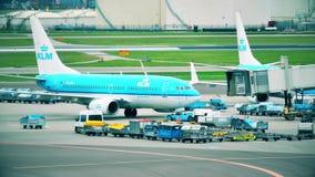 AMSTERDAM, PAYS-BAS - 25 DÉCEMBRE 2017 Avion de ligne de KLM Boeing 737-7K2 à l'aéroport international de Schiphol Image libre de droits