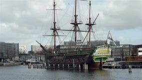 AMSTERDAM, PAYS-BAS - 27 février 2015 : Reproduction d'un bateau de COV clips vidéos