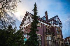 AMSTERDAM, PAYS-BAS - 15 JANVIER 2016 : Bâtiments célèbres de plan rapproché de centre de la ville d'Amsterdam au temps réglé du  Images libres de droits