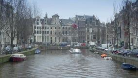 AMSTERDAM, PAYS-BAS - 22 JANVIER 2015 : Canal et maisons historiques chez Herengracht banque de vidéos