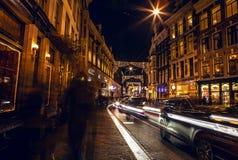 AMSTERDAM, PAYS-BAS - 22 JANVIER 2016 : Rues de ville d'Amsterdam la nuit Vues générales de paysage de ville le 22 janvier 2016 Image libre de droits