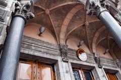 AMSTERDAM, PAYS-BAS - 25 JUIN 2017 : Éléments de l'entrée à la basilique de Saint-Nicolas Photos libres de droits