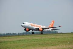 Amsterdam, Pays-Bas - 12 juin 2015 : EasyJet Airbus de G-EZTI Photo stock