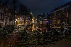Amsterdam por noche Fotos de archivo libres de regalías