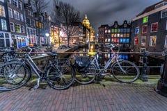 Amsterdam rött ljusområde på natten royaltyfri foto