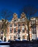 Amsterdam reflejada en el canal del emperador Fotos de archivo libres de regalías