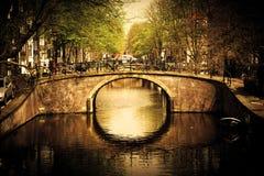 Amsterdam. Romantische Brücke Stockfotos