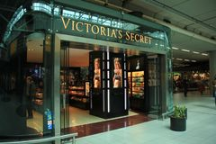 Amsterdam Schiphol Airport, the Netherlands - april 14th 2018: Victoria`s Secret retail store. In Schiphol Plaza airport mall Stock Image