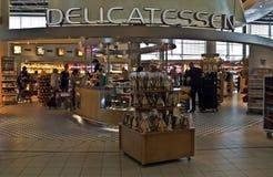 Amsterdam - Schiphol Plaza på den Schiphol flygplatsen Arkivfoto